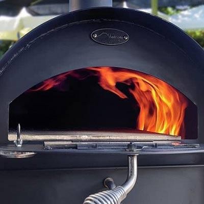 Foyer ouvert du four à pizza Le Tradi